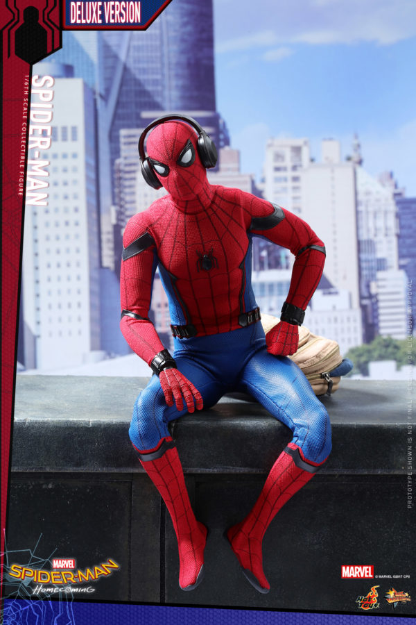 Hot-Toys-SMHC-Spider-Man-Collectible-Figure-Deluxe-Version_PR10-600x900