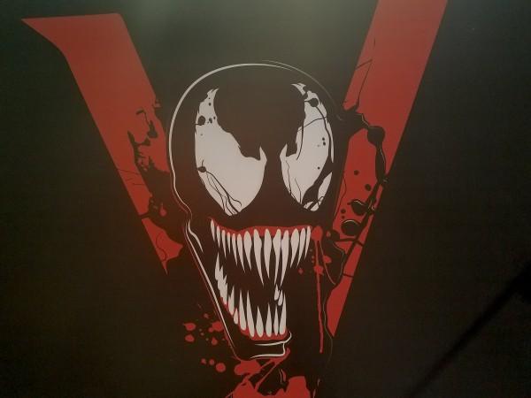 venom-movie-poster-ccxp-image-1-600x450